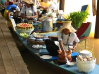art floating market in kao yai